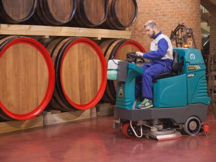 Lavasciuga pavimenti E100 per settore vitivinicolo