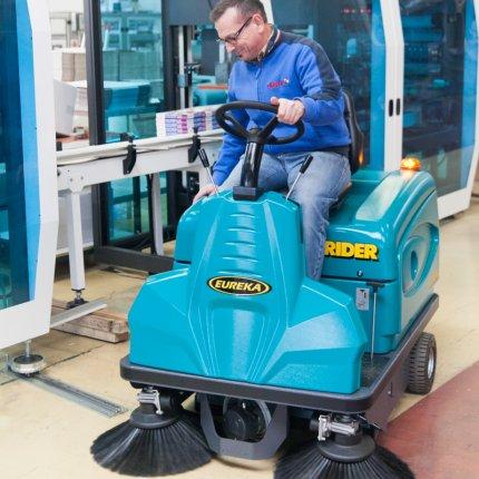 consegna e formazione uso spazzatrice Rider Eureka