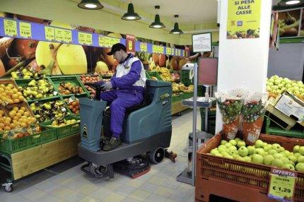 E75 Eureka lavasciuga perfetta per la pulizia di area frutta e verdura di supermercati